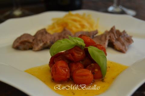 Carrillera de cerdo asada con dos guarniciones y patatas - Guarniciones para carne en salsa ...