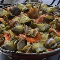 Arroz con alcachofas y frutos del mar