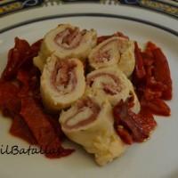 Rollitos de pollo y jamón con pimientos