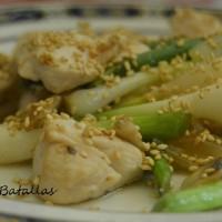 Salteado de pollo con ajetes