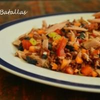 Ensalada de arroz rojo y atún