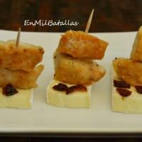 2 pinchos de queso y arándanos, deliciosos