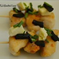 Pinchos de pollo con ajo negro