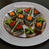 Canapés con paté de olivas negras y tofu