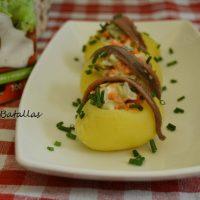 Patatas rellenas con salsa César