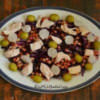 Ensalada de lombarda, granada y pollo
