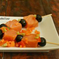 Banderillas de salmón ahumado y aceitunas negras