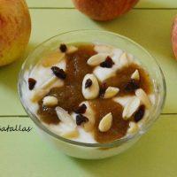 Cuencos de crema avainillada con manzana