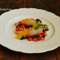 Lubina ahumada con ensalada de frutas