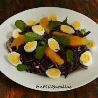 Ensalada de naranja y huevos de codorniz