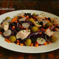 Ensalada de lombarda, zanahoria y pollo