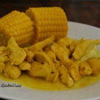 Pollo adobado con mazorcas de maíz