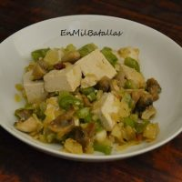 Tofu con vegetales picantes